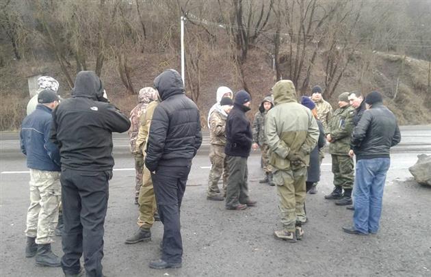 Russian_Trucks_Blockade3_Mukachevo.net