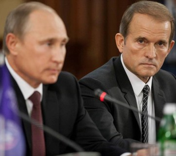"Putin and Medvedchuk, in happier times, at a press conference for Medvedchuk's political organization ""Ukrainian Choice."""