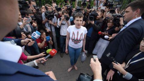 Savchenko barefoot, talks to journalists upon arriving to Kyiv. Photo: radiosvoboda