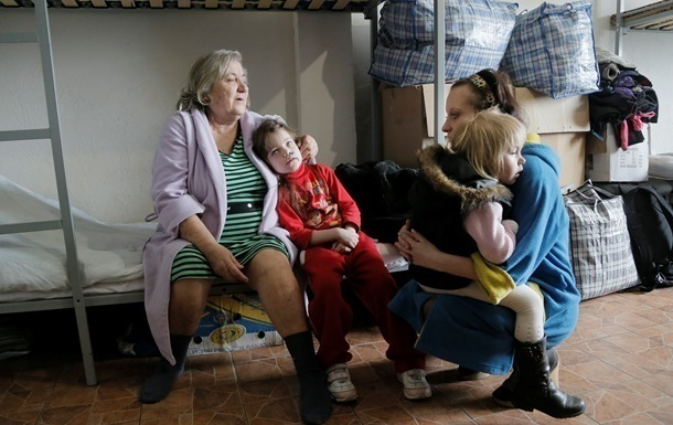 Internally Displaced Persons from Donbas, Ukraine. Photo by AP.
