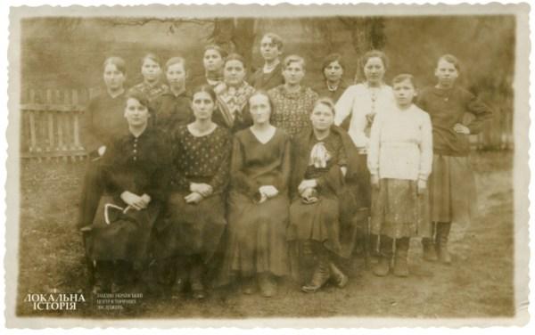 Sewing Circle, village of Univ, 1939