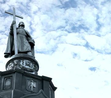 A monument to Volodymyr The Great, the king of Kyivan Rus from 980 to 1015 who baptized it in 988 and became a Christian saint, stands above the Dnieper River in Kyiv. (Photo: social media)