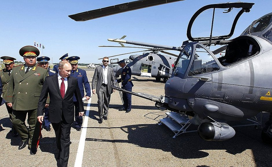 Putin inspecting the helicopter gunships of the 393rd air force base in Korenevsk in southern Russia. Killed in Syria Col. Khabibullin was the base's commander. (Image: kremlin.ru)