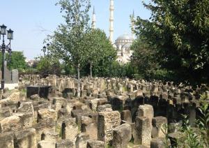 A cemetery in the center of Grozny, Chechnya (Image: Sergey Dmitriev / RFI)