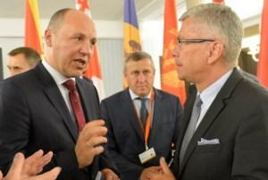 Andriy Parubiy (left) (Image: dsnews.ua)