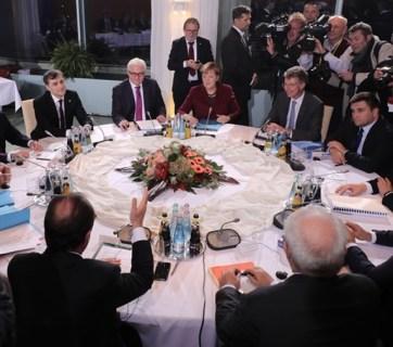 19 October 2016 in Berlin, a meeting of the Normandy Four: Vladimir Putin, Angela Merkel, Petro Poroshenko, Francois Hollande, and their staff. (Image: EPA/UPG)
