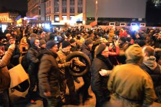 Protesters tried to bring tires to Maidan