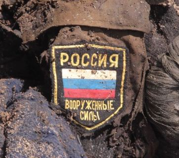 His former commanders left this Russian soldier's corpse in the Ukrainian soil near Luhansk, at a site of the Russo-Ukrainian war in the Donbas, Ukraine (Image: RadioSvoboda.org)