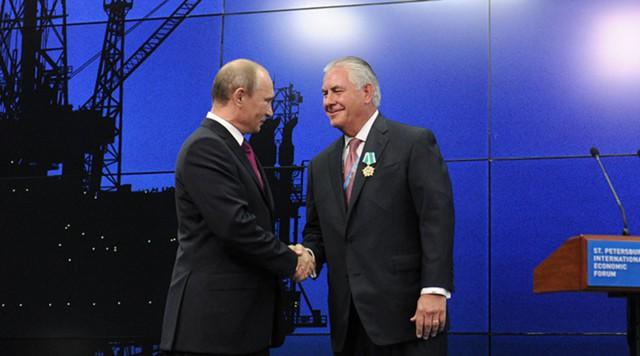 Vladimir Putin salutes Tillerson at the Economic Forum in St.Petersburg in 2013. Photo: Sputnik