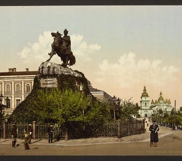 Bohdan Khmelnytsky Monument in Kyiv, Ukraine circa 1890-1900. Image: Detroit Publishing Company via the Library of Congress.
