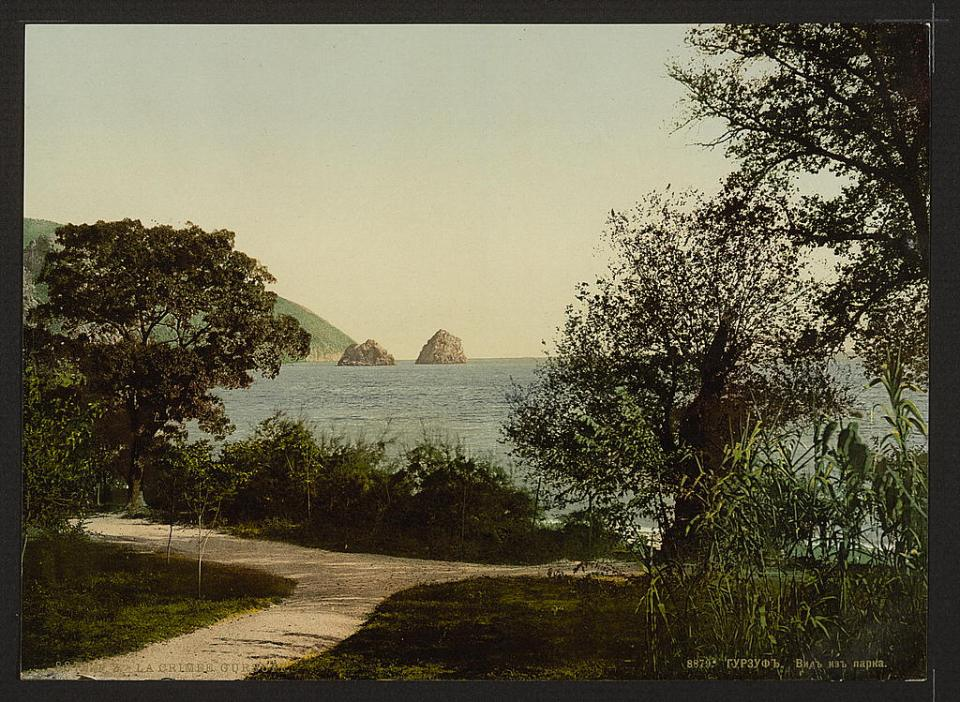 A view from the park in Gurzuf in Crimea, Ukraine circa 1890-1900. Image: Detroit Publishing Company via the Library of Congress