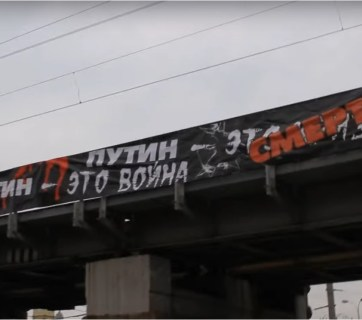 """Putin is War Putin is Death"" banner (Image: video capture)"