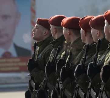 Soldiers of the National Guard of Russia (aka Russian Guard), a 500,000-strong internal security structure subordinated to Putin personally