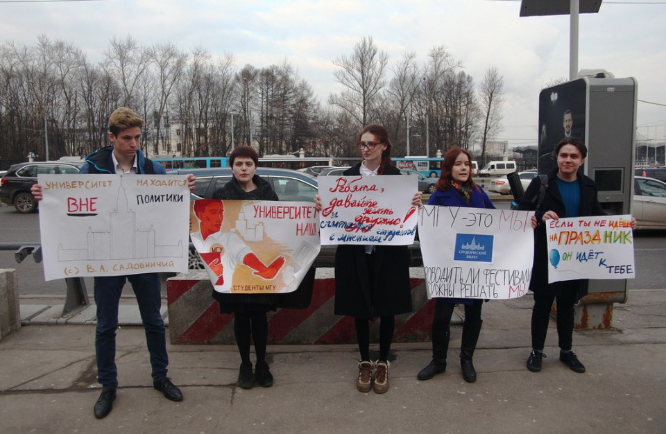 In the wake of the Vesna pro-Crimea concert, MSU students protest against politically motivated events held on MSU territory. Photo: Vlad Dokshin