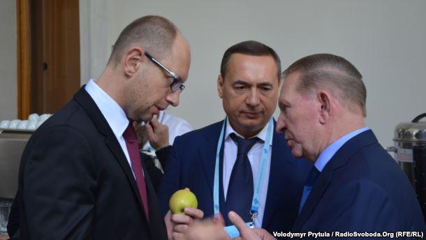 From left to right: Arseniy Yatseniuk, Mykola Martynenko, Leonid Kuchma. Photo: RFE/RL