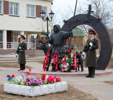 WW2 monument to commemorate the Komi and Saami reindeer transportation battalions in Naryan-Mar, Nenets Autonomous Okrug, Russia. (Image: nazaccent.ru)