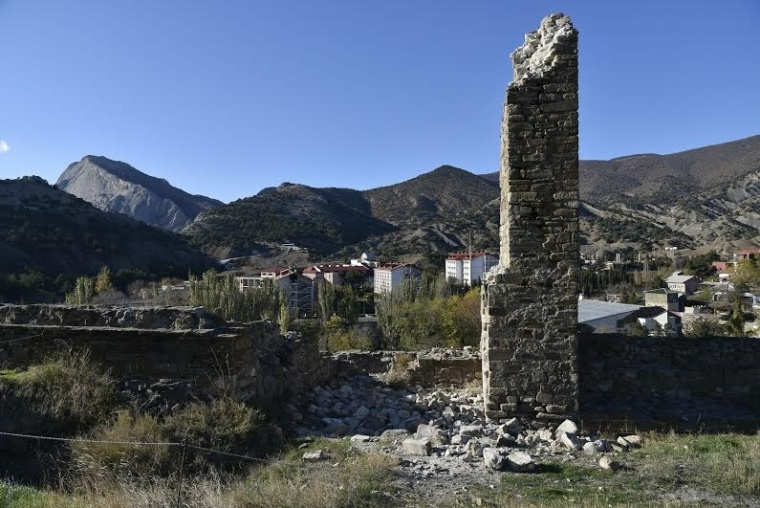 The complete negligence by Russian occupation authorities leads to increasing crumbling of the Genoese Fortress historical site in Sudak, Crimea, Ukraine (Image: qha.com.ua)