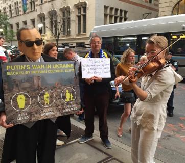 Spivakov-protest-Putin-Natasha.JPG