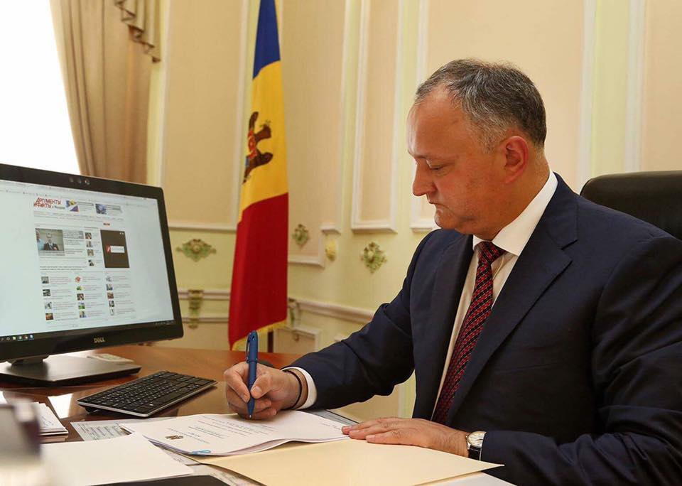Moldova's president Igor Dodon promulgating the law on the mixed electoral system. Photograph: FB dodon.igor1
