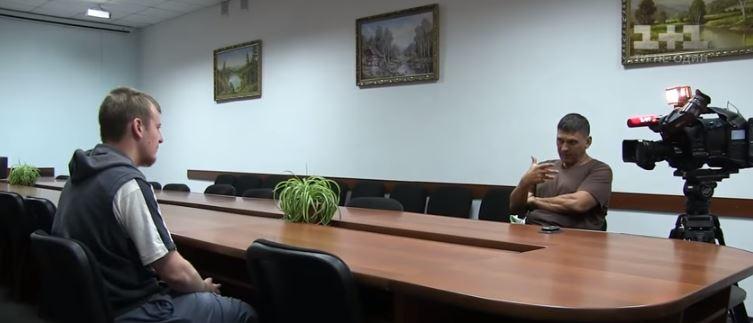 TSN journalist Andriy Tsapliyenko talks to Viktor Ageyev. Snapshot from TSN video