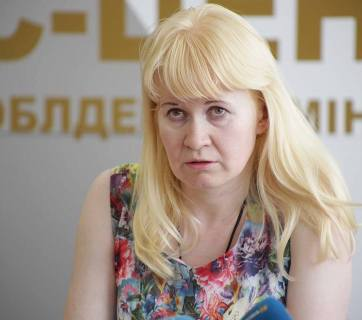 Released LNR captive Liudmyla Surzhenko giving a briefing for the press in the Luhansk Oblast military civil administration. 3 August, Severodonetsk. Photograph: FB Liudmyla Dolhonovska