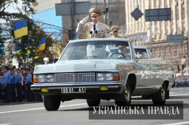 24 August 2014, then Minister of Defence Valeriy Heletey at the military parade devoted to Ukraine's Independence. That time he ignored the messages coming from Ilovaisk on Russia's intervention Photo: Ukrayinska Pravda