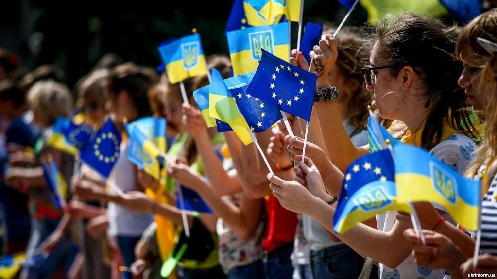 Ukrainians celebrate the introduction of the visa-free regime between Ukraine and the EU. Photo: ukrinform.ua