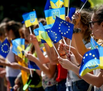 Ukrainians celebrate the introduction of the visa-free regime between Ukraine and the EU. Photo: ukrinform.ua