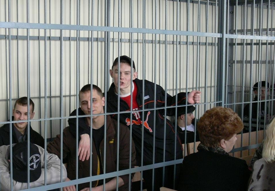 Teenage gangsters attending a court session in Russia (Image: volga.news)