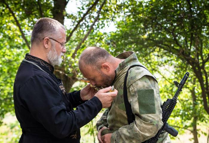 Father Vladyslav blesses Dmytro Yarosh, then leader of the Right Sector