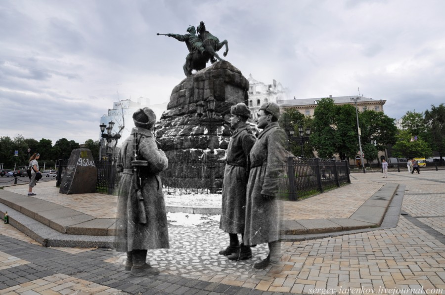 Kyiv 1943/2012. Soviet soldiers near the monument to Bohdan Khmelnytskyi. Collage: Sergey Larenkov (Livejournal)