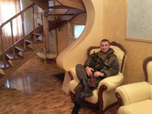 """""""Visitor"""" in private home. Photo from different social networks"""