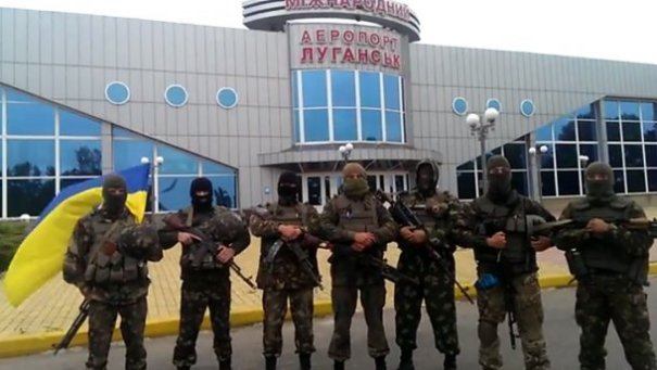 Paratroopers of the 80th Brigade in front of Luhansk Airport, spring 2014