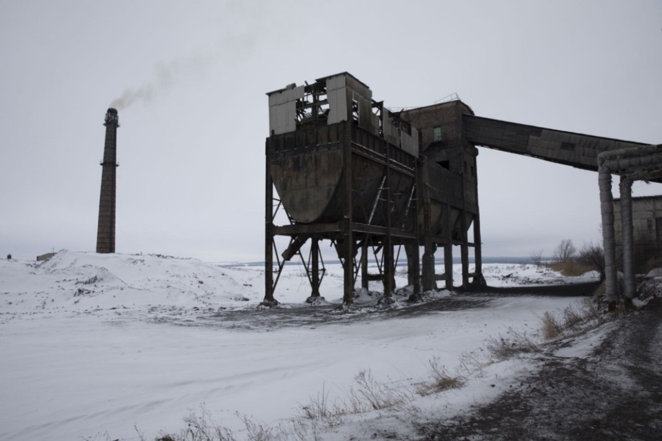 A coal mine near the line of contact
