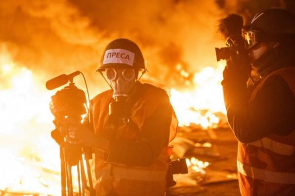 During Euromaidan, journalists balanced between the role of unprejudiced journalist and activist, sometimes choosing between these two roles. Photo: Ukrayinska Pravda