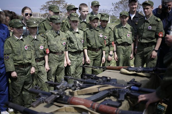 """Russian military instructors train local troops of Putin's children """"army"""" to use combat weapons in occupied Crimea. The Russian Defense Ministry founded <i>Yunarmia</i> (""""Youth Army"""") troops for children aged from 8 to 18 years old across Russia and Russia-occupied territories in 2016, two years after Russia's anschluss of the Ukrainian peninsula. Photo: social media"""