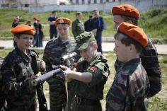 Crimean children with a Russian sniper rifle during military training in Russia-occupied Crimea (Image: open source)