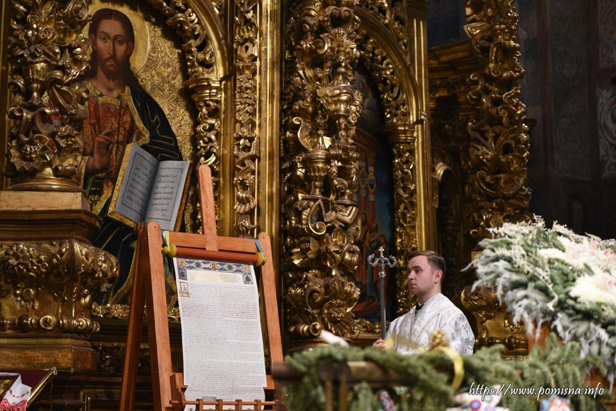 Half of Ukrainians identify with Orthodox Church of Ukraine; only one in seven with Moscow's exarchate