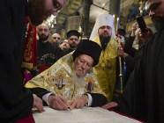 Universal Patriarch Bartholomew signing the tomos of autocephaly of the Orthodox Church of Ukraine on January 5, 2019. Metropolitan Epiphanius of Ukraine stands behind him. (Photo: Wikimedia Commons)