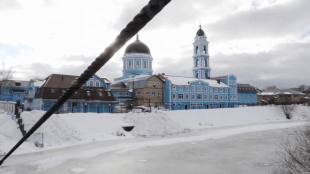 The original building built by Father Andrian and his parishioners, from which Russian government threw them out into the street when they decided to transfer their subordination to the Kyiv Patriarchate. It used to be a ruined chemical factory, which the parish transformed into a beautiful cathedral with a college and a musical school. (Photo: 24tv.ua)