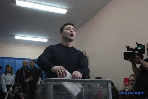 Volodymyr Zelenskyi voting. Photo: Ukrinform