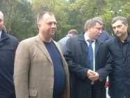 """Vladimir Putin's personal advisor Vladislav Surkov (R) photographed talking to Oleksandr Zakharchenko, the assassinated head of the so-called """"DNR"""" in 2017. Ex-PM of the """"DNR"""" Alexandr Boroday stands to the left of Zakharchenko closer to the camera. (Photo: 161.ru)"""