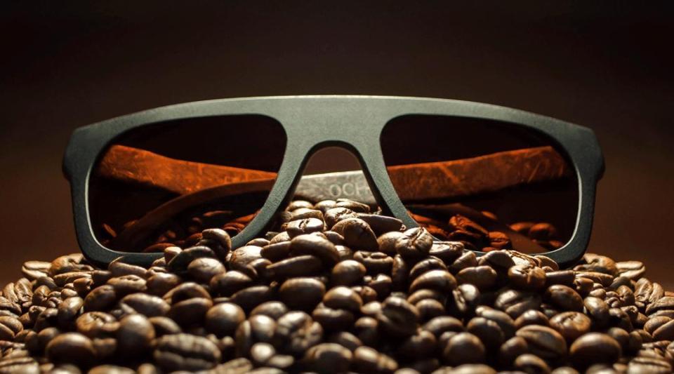 Ochis Выпустили первые в мире очки из натурального кофе и льна.