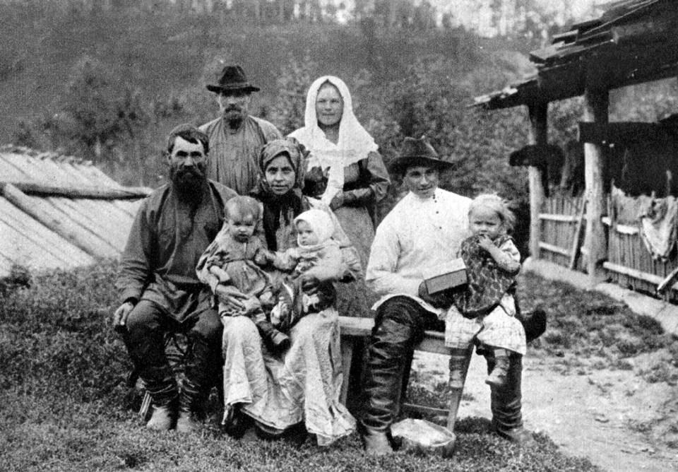 A Siberian family near Krasnoyarsk circa 1900 (Photo: A. Tugarinov)