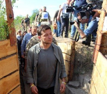 Zelenskyy plans total disengagement in Donbas while Russia gives no guarantees