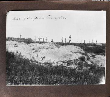 """Mass graves for the starving"" (caption by Wienerberger). Near Kharkiv, 1933. Photo: Alexander Wienerberger, first publication. Courtesy of Samara Pearce"