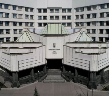 Ukraine's judicial reform stumbles with odd Constitutional Court rulings