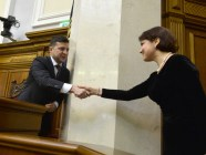 President Zelenskyy shakes hands with Iryna Venediktova, newly appointed Prosecutor General. Photo: president.gov.ua