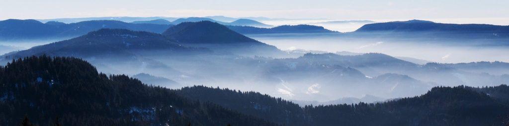 Schwarzwald_Vogesen_Berge_im_Nebel