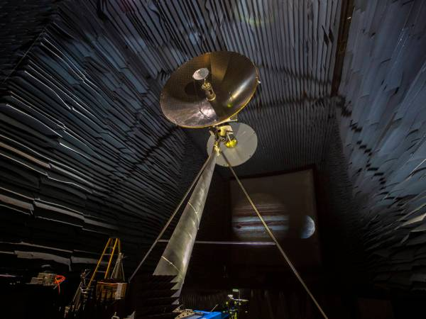 Europa Clipper High Gain Antenna Undergoes Testing at ...